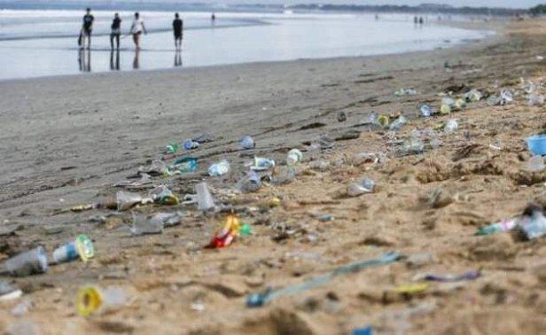 Пользоваться пластиковой посудой запретили: решение суда