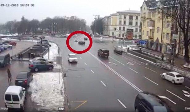 Нардеп в центре Киева попал в ДТП (видео)