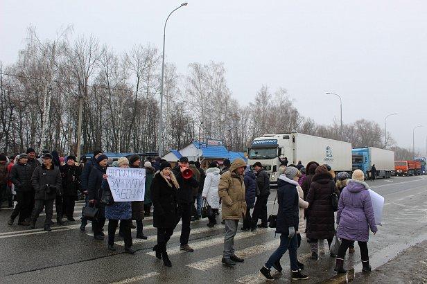 Фото — Протесты против задолженности по зарплате