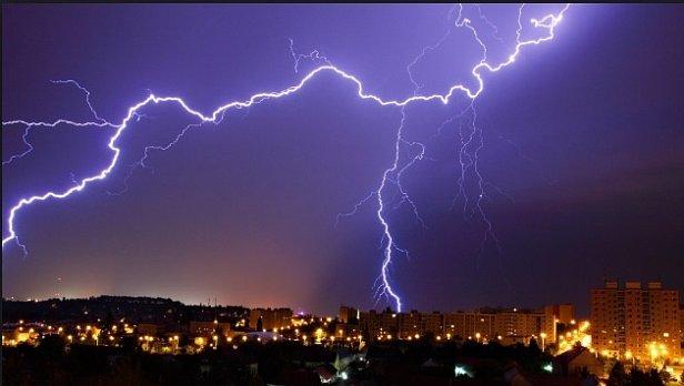 Гроза и потепление: появился прогноз погоды на выходные в Украине