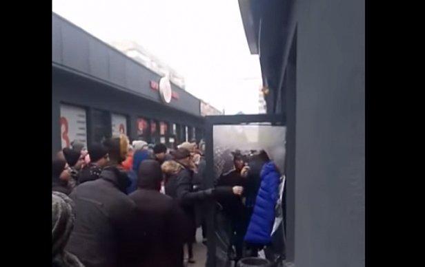 Появилось видео штурма секонд-хенда в Днепре