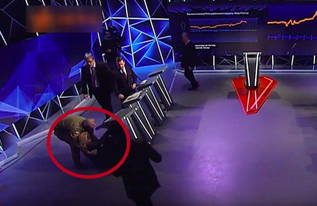 Омбудсмен упала в обморок при выступлении Порошенко