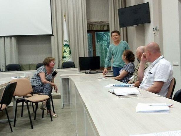 Представители профсоюзов забарикадировались в здании Минздрава и объявили голодовку