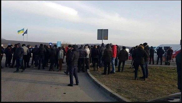 Срочно! Западная граница Украины полностью перекрыта: бунт и десятки машин (фото)