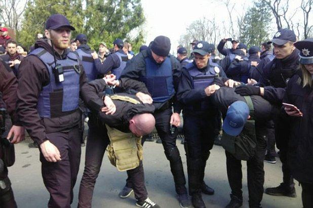 В Ивано-Франковске парень обматерил патрульных и попал в военкомат