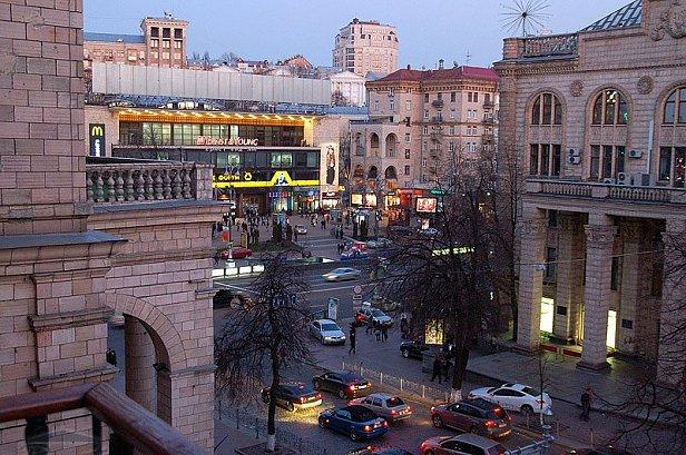В центре Киева жгли файеры и бросали дымовухи: стали известны подробности