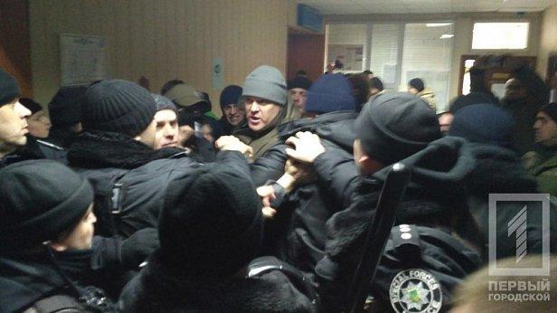 Неизвестные заблокировали заседание Малиновского суда Одессы по делу «2 мая»