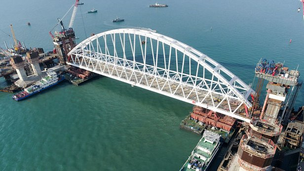 Немедленно прекратить строительство Керченского моста: министр сделал заявление