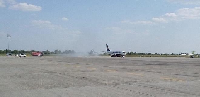 Ryanair выполнил первый рейс в Украину: видео