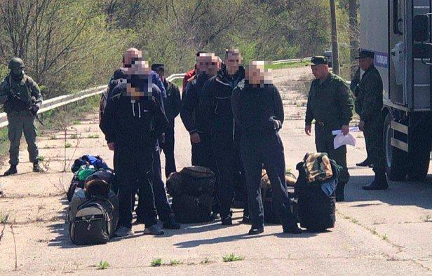фото - передача пленных с