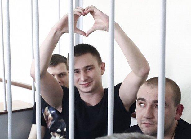 Фото - освобожденный из плена моряк Вячеслав Зинченко