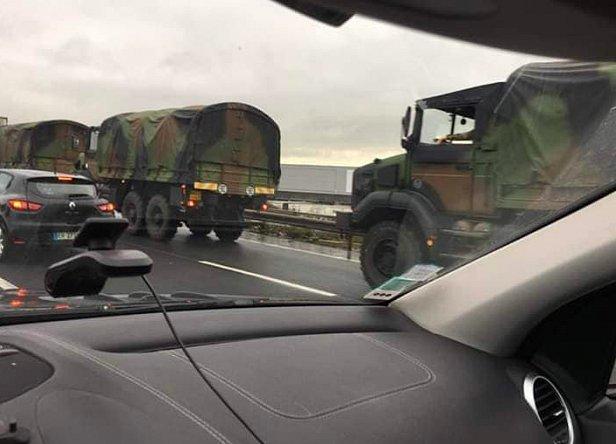 фото - ввод войск в Париж