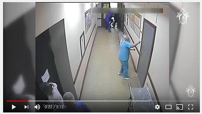 Появилось видео, как друзья пациента избивают врачей реанимации