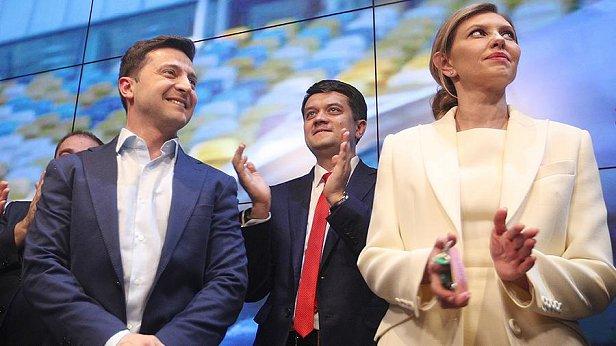 Фото - Зеленский, Разумков и Зеленская