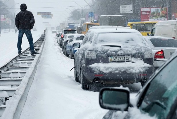 Украинцев предупредили: пойдет снег и ударит мороз