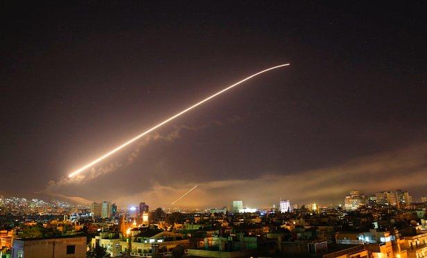 Появились первые кадры обстрела Дамаска