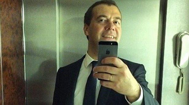 Россияне выступают за отставку Дмитрия Медведева