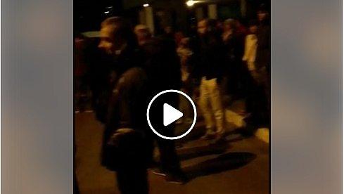 Это ужас: ночью толпа киевлян скандировала копам «Пошли вон!» (видео)