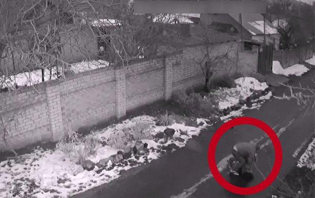 """""""Начал душить"""": появилось видео нападения на девушку"""