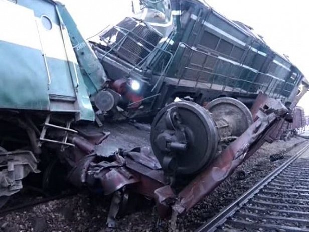 Столкновение поездов в Пакистане: есть погибшие и сотня раненых