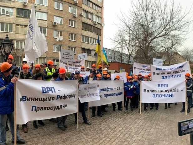 Профсоюзы передали члену ВРП Маловацкому одеяло Насирова