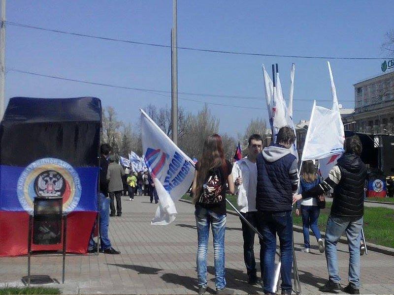 День «фашистской чести»: в ДНР отметили годовщину «республики»