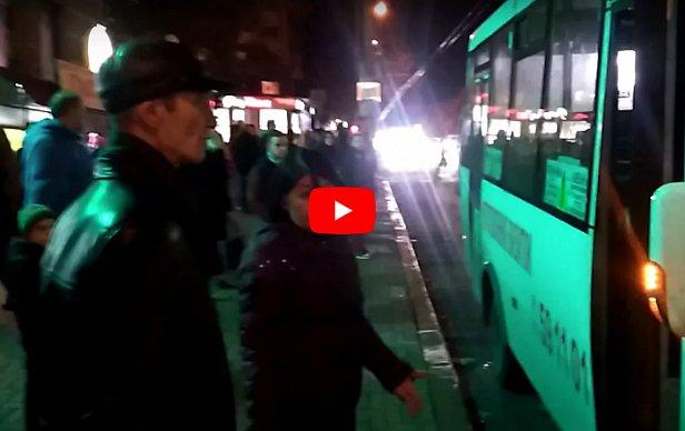 Водитель маршрутки обматерил беременную девушку и отказался дать сдачу с 500-гривневой купюры (видео)