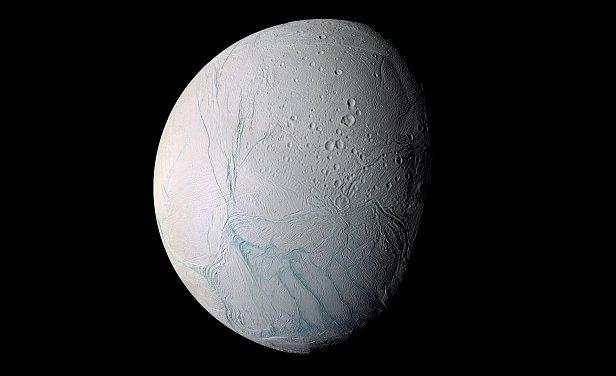 На фото шестой спутник Сатурна Энцелад