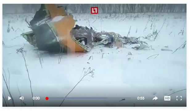 Появились первые фото и видео с места крушения пассажирского самолета
