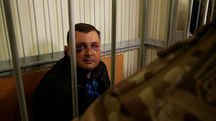 Шепелева с синяками на лице доставили в зал суда