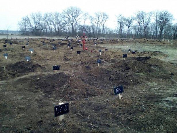 На кладбище под Донецком за 10 дней появилось 83 безымянных могилы