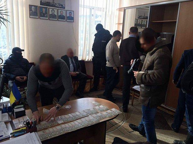 Сотрудников столичной полиции поймали на присвоении 10 млн грн