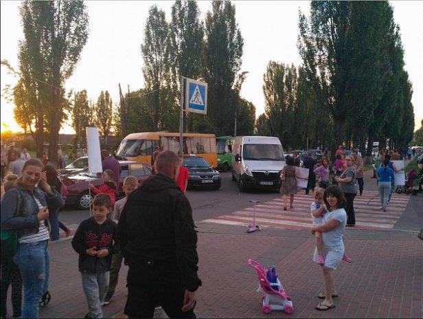 Бунт под Киевом:  люди перекрыли дороги (фото)