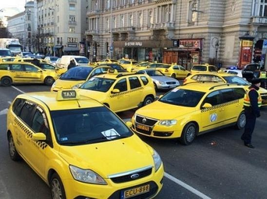 В Венгрии таксисты требуют запретить сервис Uber