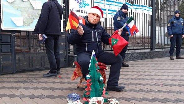 Фото - Акция под посольством РФ