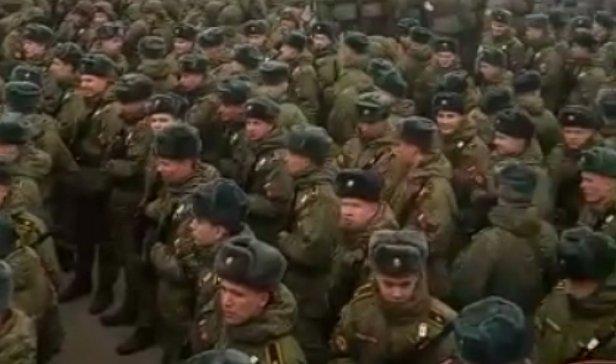 А говорили, бл#дь, больше 50-ти не собираться: в Москве во время эпидемии собрали 15 000 военных на репетицию парада к 9 мая