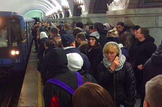 фото - ЧП в киевском метрополитене