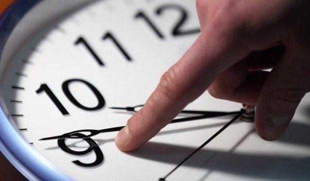 Когда лучше перевести часы на зимнее время