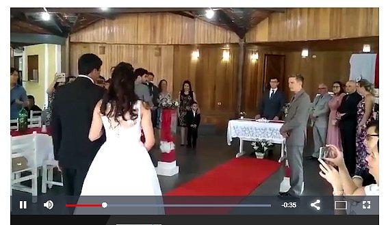 Эротические женские стоны прервали свадебную церемонию молодожёнов (видео)