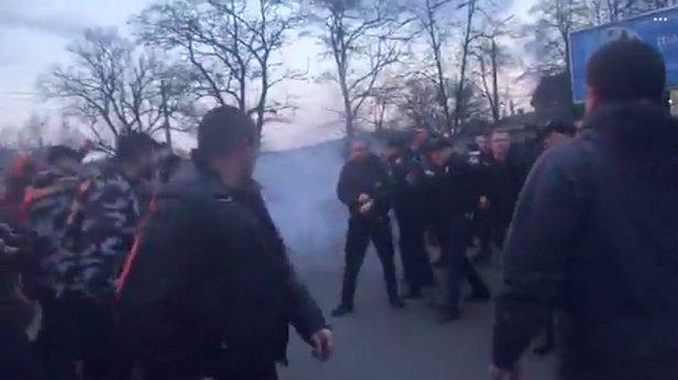 фото - нацкорпус и полиция в Черкассах