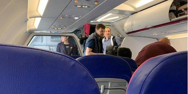 Гончарука заметили в самолете, который летит рейсом Киев - Лиссабон