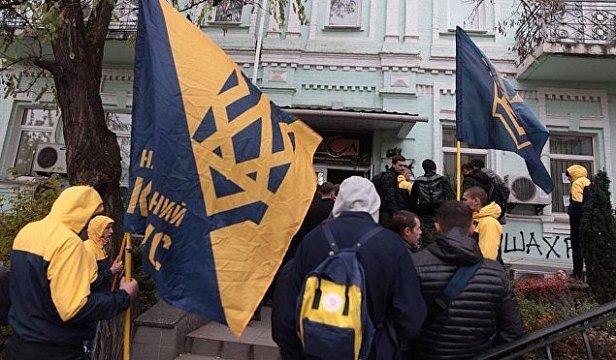 """В Киеве """"Нацкорпус"""" среди улицы избил известных сепаратистов"""