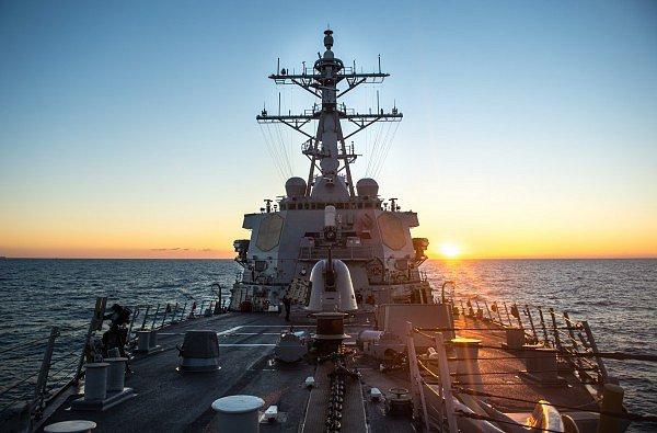 Шестой флот США: эсминец Donald Cook заходит в Черное море
