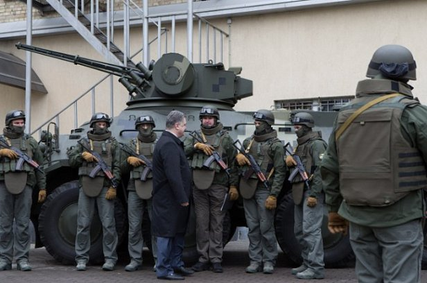 К дворцу Порошенко стянул спецназ: что случилось