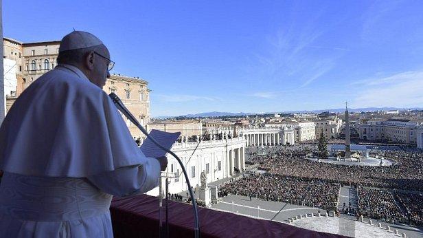 Папа Римский попросил в рождественском послании мира для Украины