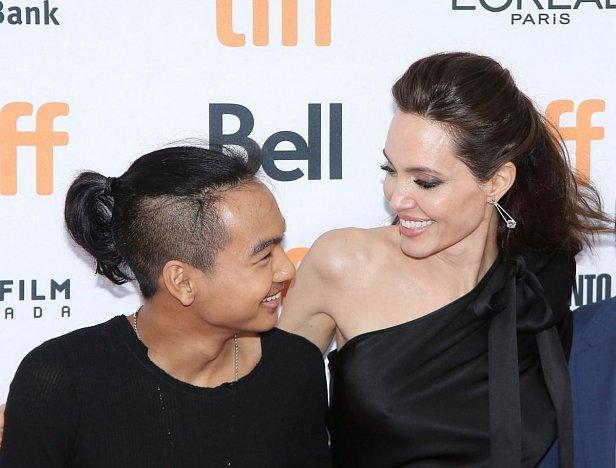 Сын Джоли впервые дал интервью о ней