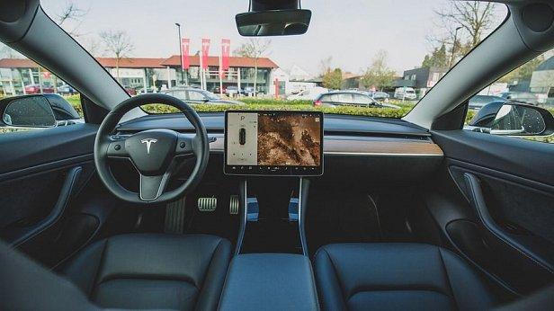 Tesla запустила бета-версию автопилота, работающего без участия человека