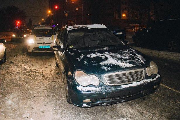 """Сотрудник СТО угнал авто и устроил """"гонки"""" с полицейскими"""