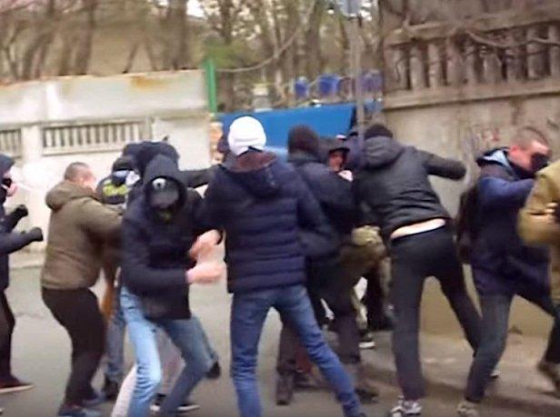Драка на избирательном участке в Донецкой области