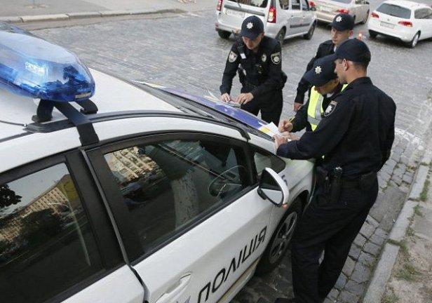 Поліція зупинила ваш автомобіль: як правильно себе вести